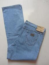 Wrangler Herren-Straight-Cut-Jeans mit regular Länge und niedriger Bundhöhe (en)
