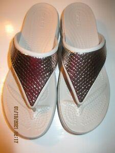 Crocs Womens SIZE 8 SILVER & GRAY WEDGE STYLE FLAT THONG SANDAL BRAND NEW SHINY