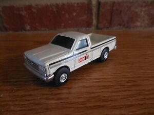 ERTL 1/64 WHITE CASE IH FORD DEALER PICKUP TRUCK FARM TOY COLLECTIBLE