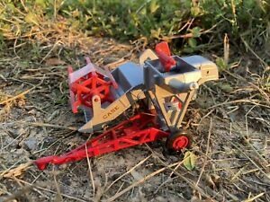 "Vintage Ertl 1/43 Case ""G"" Pull Type Combine Farm Toy Die-cast"