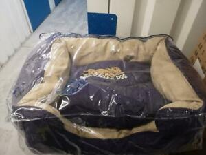 SNOOZZZEEE DOG BEDS BY SARAH SPENCER 23INCH PURPLE SOFA BED