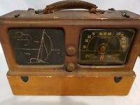 Zenith 1941 Portable AM WaveMagnet Nautical Radio/Missing Front Cover Not Workng