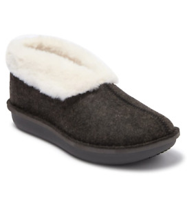 CLOUDSTEPPERS by Clarks Faux Fur & Felt Slippers Step Flow Low Black