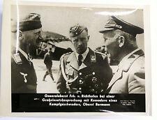 PHOTO 39/45 : GENERALOBERST Frh. v. RICHTHOFEN IM GESPRÄCH MIT OBERST BORMANN