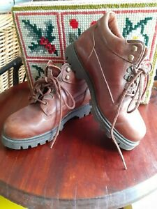 VINTAGE WRANGLER HIKING WALKING, LACE UP BOOTS, SIZE 6, MADE IN SPAIN, QUALITY