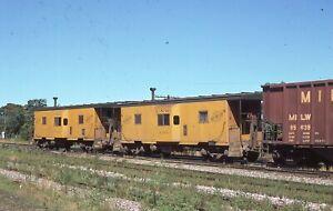 CNW Bay Window Caboose - Number - 11152-11169  w/Train - ORIG KR - rals504