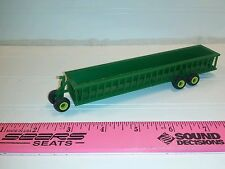 1/64 ertl green bunk cattle feeder wagon farm toy standi toys plastic john deere