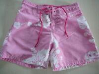 H & M tolle Shorts Gr. 110 / 116 rosa-weiß mit Blumenmotiven !!