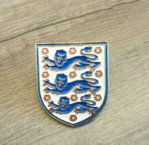 Support England's 3 Lions! Football Pin Badge, 25mm Gold Metal.