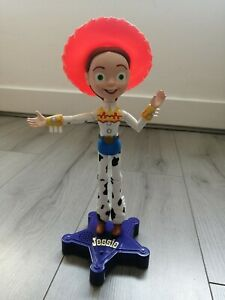 Disney Pixar Toy Story 2 Talking Jessie Doll Hat with Purple Stand Thinkway RARE