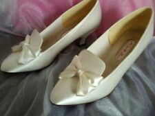 Flat (less than 0.5') Court Satin Bridal Shoes