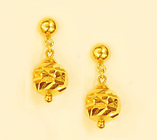 earring from Singapore #62 18k gold drop sparkling