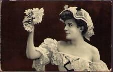 (pum) Postcard: Lady