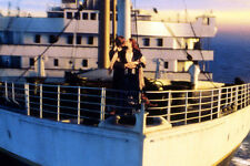 Kate Winslet Leonardo DiCaprio kissing Titanic 11x17 Mini Poster