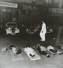 Werner Bischof Photo Print 21x30cm Sleeping in the streets of Bombay India 1951