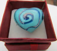A LARGE HEART (30mm) ADJUSTABLE LAMPWORK GLASS RING.    (1)
