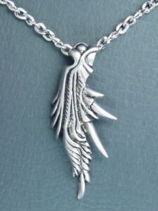 Final Fantasy VII 7 FF7 Feather Pendant Sephiroth Necklace