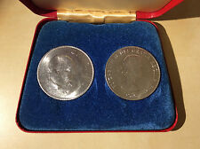 Set of Two Churchill Crowns 1965 Universal Coin Company England w. Certificate