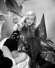 """VERONICA LAKE IN THE FILM """"I MARRIED A WITCH"""" - 8X10 PUBLICITY PHOTO (AA-553)"""