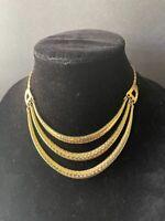 VTG. Retro gold tone hammered metal layered bib collar necklace