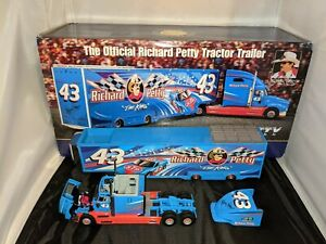 Richard Petty #43 1:43 Tractor Trailer The Franklin Mint Diecast