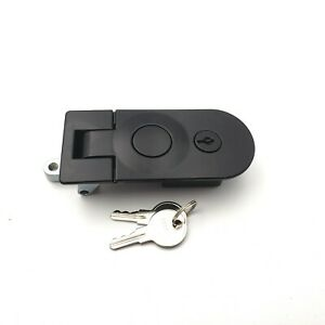 Replacement Retrax lock with key for RetraxONE Tonneau Cover F051013