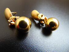 Ohrringe Ohrstecker aus vergoldetem-matt mit goldenen kugel , von Cátia Levy