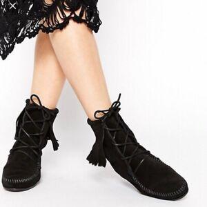 NWOB Women's Minnetonka Tramper Suede Fringe Boots Black Sz US 9 EU 40