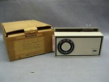 Honeywell T872C 1004 1 Heat-Cool Thermostat 24V Control