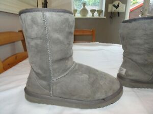 UGG Grey Short Suede Faux Fur Lined Boots *Size 5.5 UK* Great Condition