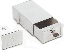 Cassetta di sicurezza invisibile da murare sotto una finta presa 65x110X180