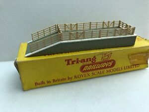 Tri-ang  TT T 114 Cattle dock boxed.