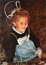 BT9943 Folklore de Bretagne fillette en costume de chateauneuf du         France