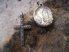 Ancienne petite croix en argent et strass + médaille  Lourdes métal