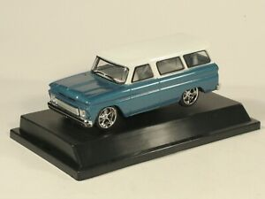 1:43 Chevrolet Suburban 1966 blue with white roof GreenLight