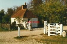 PHOTO  1997 SINGLETON SUSSEX UPPER BEEDING TOLL HOUSE NOW STANDING AT THE ENTRAN