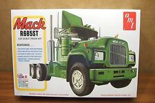 AMT MACK R685ST TRACTOR 1/25 SCALE MODEL TRUCK KIT