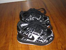 Boys baby infant NIKE black white shoes 2