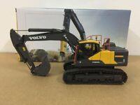Volvo EC220E Hydraulic Crawler Excavator Metal Tracks 1:50 Scale By Motorart