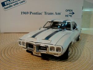 DANBURY MINT 1969 PONTIAC TRANS AM..RARE MUSCLE CAR 1:24 NEW IN BOX..UNDISPLAYED