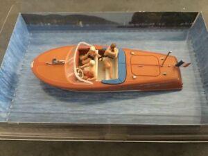 Motorboot Riva Ariston mit Besatzung (2)10689 von Preiser