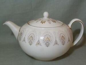Wedgwood Medina 2-Pint Teapot *Cracked - Display Only*