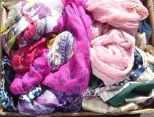 WHOLESALE CARBOOT MARKET JOBLOT 290 Wolly hats scarfs and display heads & rails