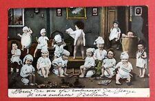 CPA. 1903. BÉBÉS MULTIPLES. Pot de Chambre. Jouets. Salon.