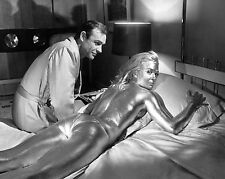 SEAN CONNERY & SHIRLEY EATON IN 'GOLDFINGER'  8X10 PUBLICITY PHOTO (ZZ-335)