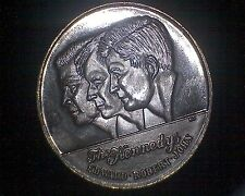 THE KENNEDYS EDWARD ROBERT & JOHN ART METAL ROUND ONE TROY OZ .999 SILVER #14165