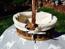 SMALL COUNTRY OVAL SHOPPER BASKET WITH WHITE LINING.  SUPER CUTE