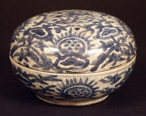 Ming Dynasty Blue and White Porcelain Round Box