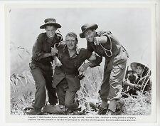 "William Holden / Jack Hawkins (Pressefoto '64) in ""Die Brücke am Kwai"""