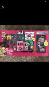 NEW Barbie Deluxe Pet Set Dreamhouse Barbie Loves Pets Puppy  Dog 17 piece